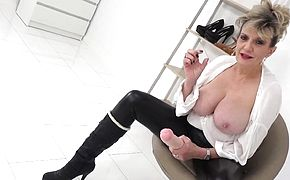 Lady Sonia cant stop laughing at your tiny cock