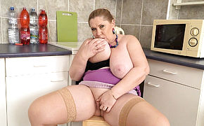 BBW milf Bobbees strips off and flicks the bean