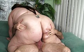 Horny BBW wants to have her soaking wet hole fucked