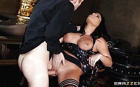Glamourous sexy MILF Tara Blows sucks it all dry