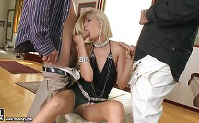 Double penetration of the sexy blondie Blanche